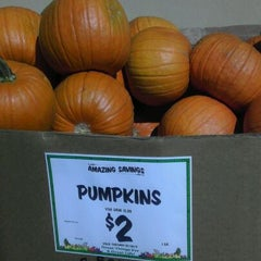 Photo taken at Sprouts Farmers Market by Pauahi N. on 10/7/2011