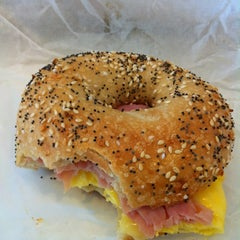 Photo taken at Bodo's Bagels by Carolyn S. on 12/27/2011