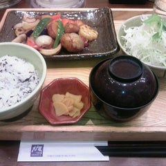 Photo taken at 大戸屋 はません店 by masamic on 11/29/2011