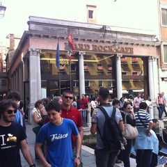 Photo taken at Hard Rock Cafe Venezia by Nicola D. on 5/1/2012