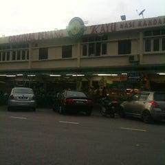 Photo taken at Original Penang Kayu Nasi Kandar by Fred K. on 3/17/2012