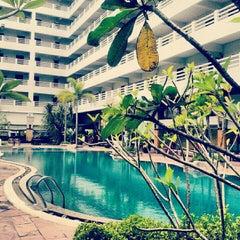 Photo taken at Hatyai Paradise & Resort Hotel (โรงแรมหาดใหญ่พาราไดร์แอนรีสอร์ท) by Shine I. on 4/6/2012