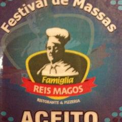 Photo taken at Famiglia Reis Magos by Marcelo R. on 4/3/2012