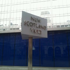 Photo taken at New Scotland Yard by Garzhia on 8/13/2012