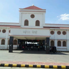 Photo taken at Shirdi Sai Baba Temple (Samadhi Mandir) by SHIVAKANT M. on 5/15/2012