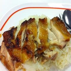 Photo taken at Magic Food Point (ศูนย์อาหารเมจิกฟู้ดพอยท์) by Pun N. on 3/27/2012