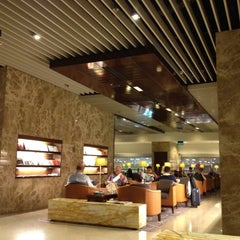 Photo taken at KrisFlyer Gold Lounge (Terminal 3) by Tommy H. on 4/22/2012