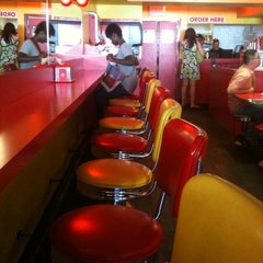 Photo taken at Lucky's Famous Burgers by Solomon O. on 8/28/2012