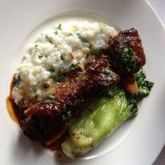 Photo taken at Hurley's Restaurant by Lloyd B. on 5/18/2012