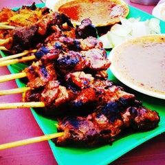 Photo taken at Tat Nasi Ayam by Nash H. on 6/10/2012