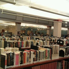 Photo taken at Schaumburg Township District Library by Colin C. on 1/12/2012