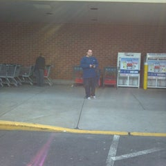 Photo taken at Acme Markets #7913 by John H. on 1/31/2012