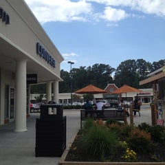 Photo taken at Williamsburg Premium Outlets by Livia L. on 6/4/2012