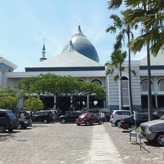 Photo taken at Masjid Nasional Al-Akbar by Delvy H. on 8/24/2012