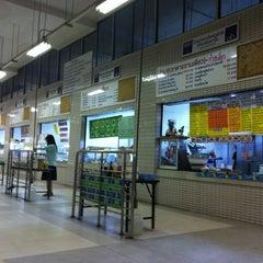 Photo taken at โรงอาหารอาคารมหิตลาธิเบศร (Mahit. Bldg. Canteen) by Naiyana V. on 8/23/2011
