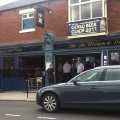 Photo taken at The Sir William De Wessyngton (Wetherspoon) by Les G. on 8/5/2011