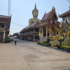 Photo taken at วัดม่วง (Wat Muang) by Taan P. on 4/13/2012