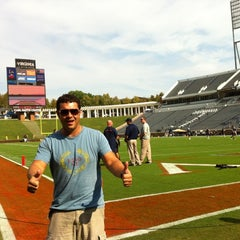 Photo taken at 'Hoos Tailgating by Game G. on 9/8/2012