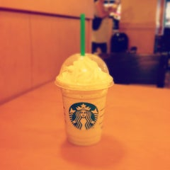 Photo taken at Starbucks by Jannic N. on 8/17/2012