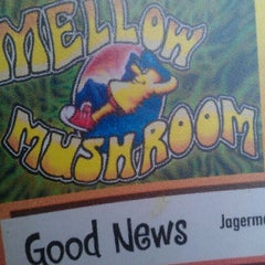 Photo taken at Mellow Mushroom by Amber A. on 5/18/2012