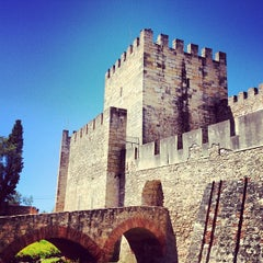 Photo taken at Castelo de São Jorge by Danila Voznesenskiy (. on 8/30/2012
