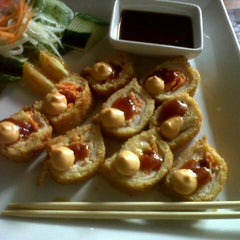 Photo taken at Sushi Itto by Diana P. on 8/3/2012