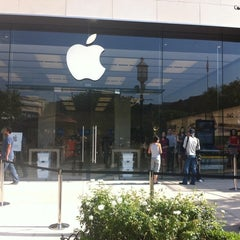 Photo taken at Apple Store, The Americana at Brand by Shawnee H. on 7/30/2011