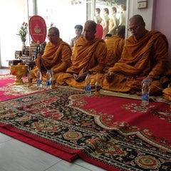 Photo taken at ร้านคุณน้อง Wedding & Studio มหาชัย สมุทรสาคร by iSapphawat on 5/11/2012