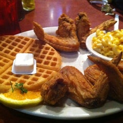 Photo taken at Gladys Knight's Signature Chicken & Waffles by Danyelle M. on 7/27/2011