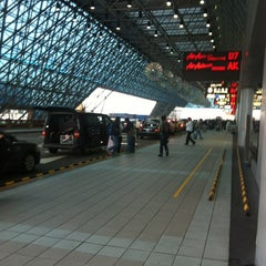 Photo taken at 臺灣桃園國際機場第二航廈 Taiwan Taoyuan International Airport Terminal 2 by James H. on 4/19/2012
