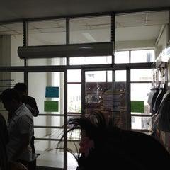 รูปภาพถ่ายที่ สำนักงานประกันสังคม จังหวัดปทุมธานี โดย Mutsu K. เมื่อ 5/4/2012