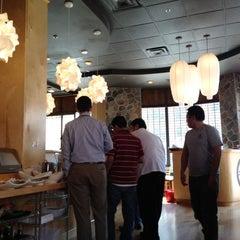 Photo taken at Sushi Naru by Daimon G. on 3/23/2012