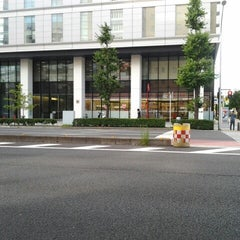 Photo taken at セブンイレブン 新横浜3丁目店 by Hiro on 8/13/2012