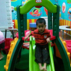 Photo taken at Playland chandra super-store by Яȋ̝̊̅ά Ğ Pr̶̲̥̅ã♏ªπά on 1/28/2012