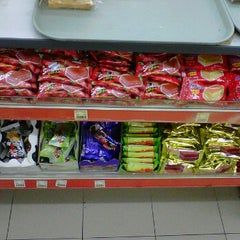 Photo taken at 7 eleven seksyen 7 by Zaid on 12/10/2011