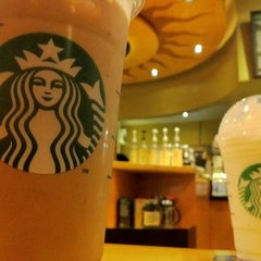 Photo taken at Starbucks by David E. on 7/21/2011