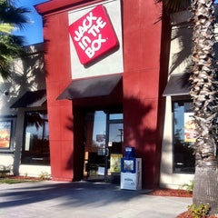Photo taken at Jack in the Box by Rahshan H. on 4/26/2011
