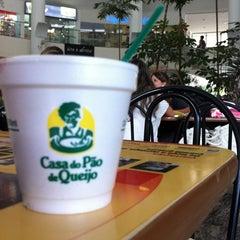 Photo taken at Casa do Pão de Queijo by Tamara Allgäuer d. on 3/28/2012