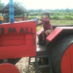 Photo taken at Smolak Farms by Sara D. on 6/11/2012