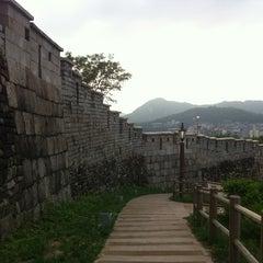 Photo taken at 낙산공원 (Naksan Park) by Seon sik K. on 7/16/2012