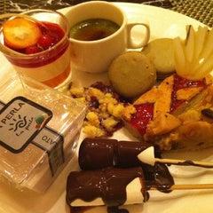 Photo taken at Marriott Cafe by hz q. on 4/27/2012