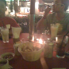 Photo taken at Rainforest Cafe by ReZ@ on 10/25/2011