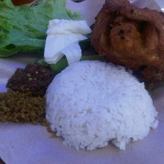 Photo taken at Ayam Lepaas by V A. on 8/30/2012