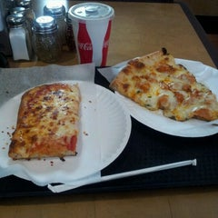 Photo taken at Marinara Pizzeria & Restaurant by Brian Christopher on 11/1/2011