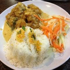 Photo taken at Q Thai Restaurant by Syarifah Nadirah on 8/16/2012