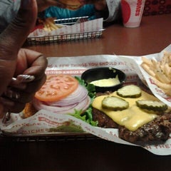 Photo taken at SmashBurger by Delicious on 1/21/2012
