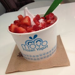 Photo taken at Moyo Frozen Yogurt by Samantha on 9/4/2012