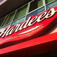 Photo taken at Hardee's by Assyl on 7/13/2012