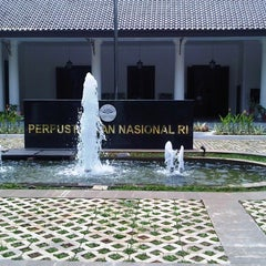Photo taken at Perpustakaan Nasional RI by Yassir A. on 1/27/2011
