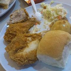 Photo taken at Kentucky Fried Chicken (KFC) by Isma I. on 11/19/2011